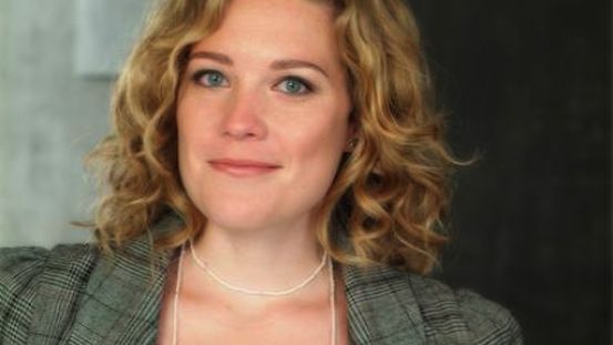 Kate Hewlett et un cylon
