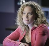 Kate Hewlett et des manifestants