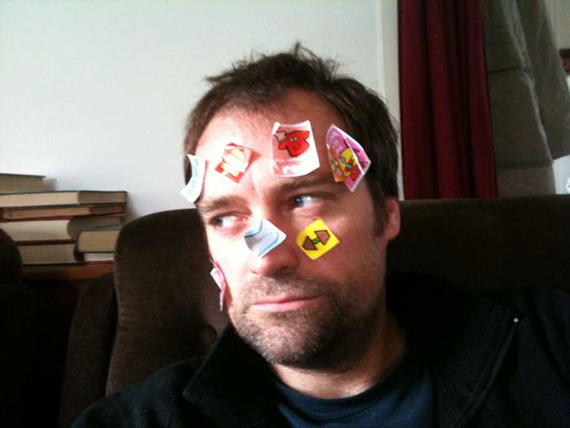 David Hewlett avec les stickers de Baz